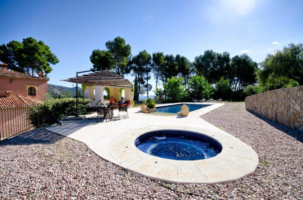Hotel con piscina y jacuzzi en alicante - Piscina con jacuzzi ...