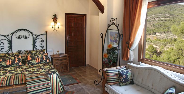 https://www.masialamota.com/wp-content/uploads/2014/09/Hotel-Masia-La-Mota-Junior-Suite-3.jpg