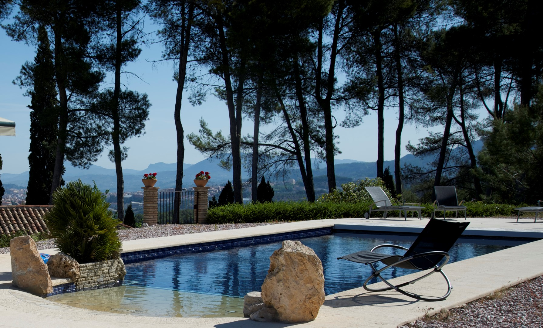 Hotel con encanto masia la mota hotel con piscina y for Hoteles con encanto y piscina